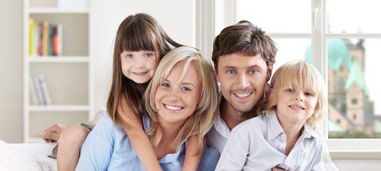 Familie in Neusser Wohnung