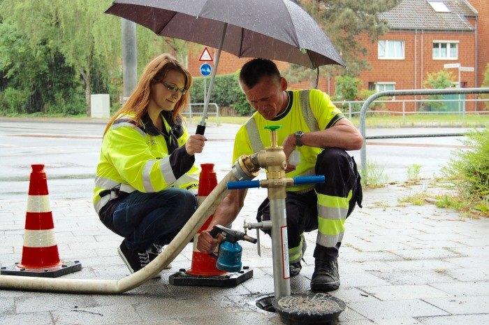 Trinkwasserproben im Regen